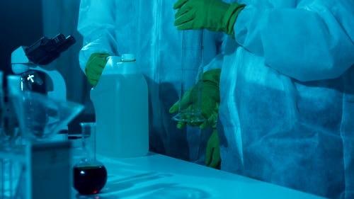 Découvrir les domaines d'application de l'acide nitrique