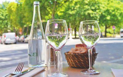 Boire de l'eau de luxe pour votre bien-être